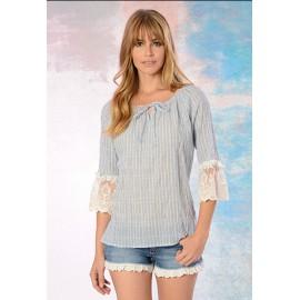 Blusa de mujer con rayas y volantes en mangas