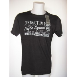Camiseta de manga corta de color negro para hombre.