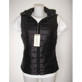 Chaleco ligero de color negro con bolsa para mujer.
