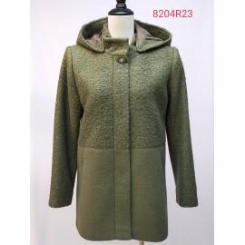 Abrigo verde de mujer con capucha y cierre de presión, de Estefania Rodriguez